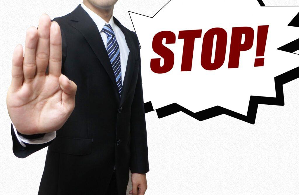 STOPを突きつけるビジネスマン