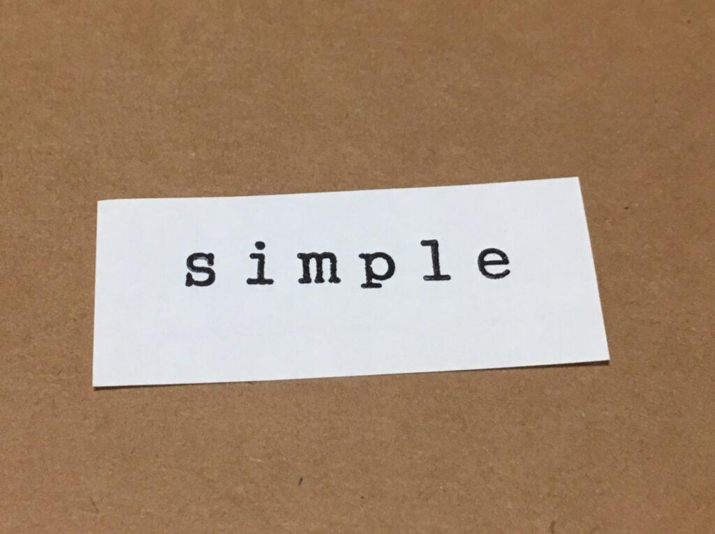 シンプルと書かれた紙